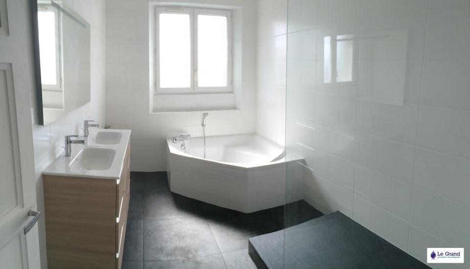 Le grand plombier chauffagiste rennes bruz salle de for Salle de bain 4m2 avec baignoire